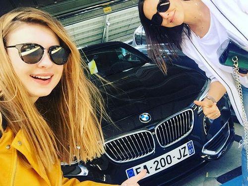 Анна Цуканова-Котт и Алина Алексеева выбирают машину для поездок по Лазурному Берегу