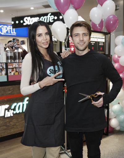 Модель Анастасия Решетова и ведущий телеканала «Ю» Артем Шалимов