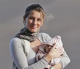 Папарацци сделали первые снимки дочери Жизель Бундхен