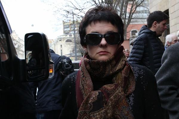 Оксана Соколик на похоронах Аркадия Арканова