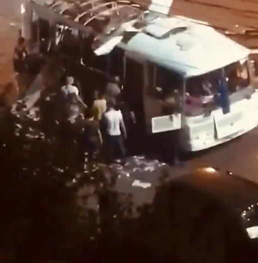 Взрыв в автобусе унес жизни двух человек