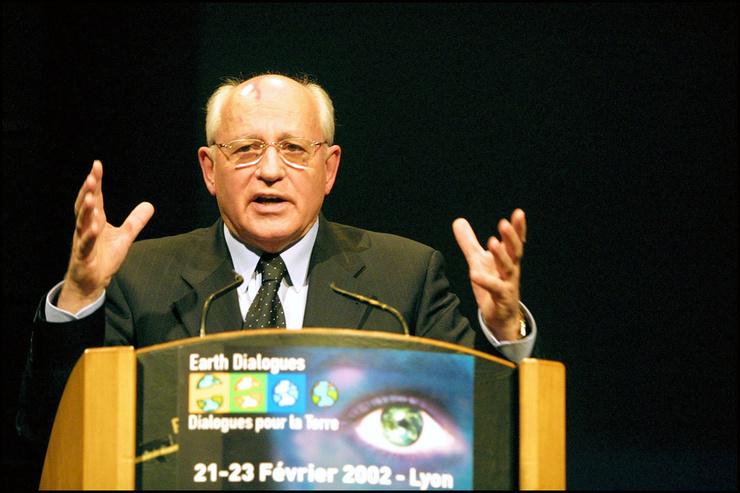 Экс-президент СССР выступал с лекциями за границей