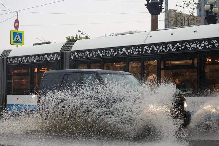 В городе затоплены дороги
