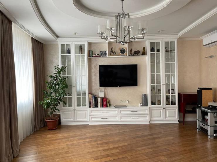 Осталось дождаться мягкий диван, который займет свое место в гостиной