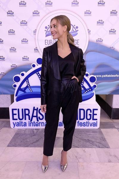 Поклонники заметили, что на фестивале «Евразийский мост» Асмус появилась без обручального кольца