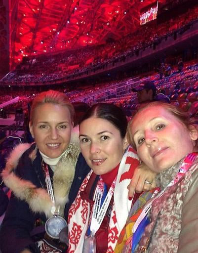Юлия Бордовских с подругами