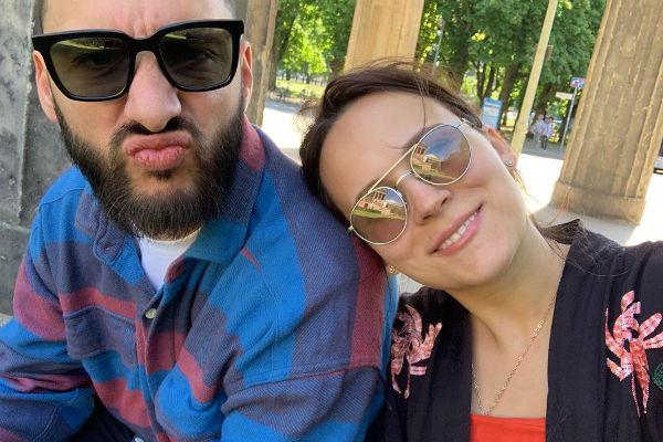 L'One и его супруга
