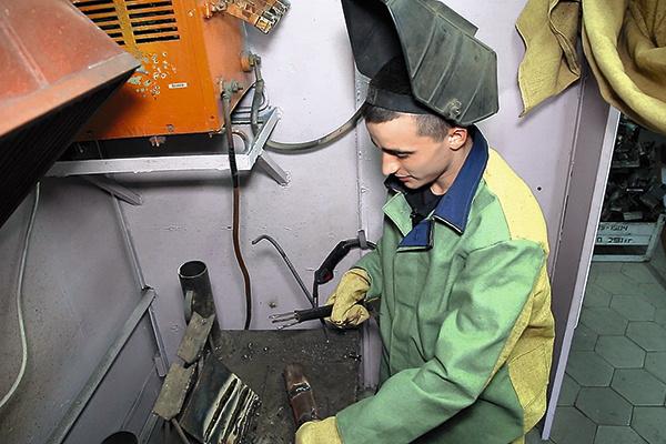 К сентябрю Сергей собирается получить в колонии профессию сварщика