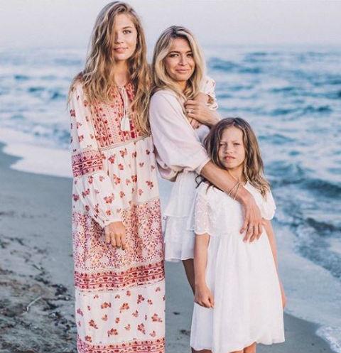 Вера с двумя дочерьми Соней и Сарой