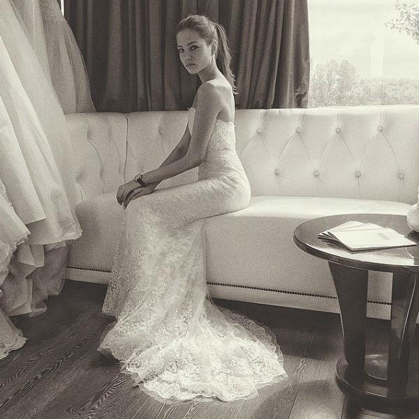 Леся объяснила, что примерила свадебные платья не для собственного торжества, а лишь по работе