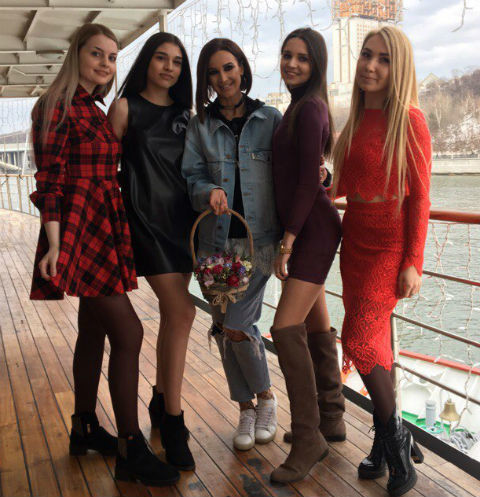 Ольга Бузова наградила победительниц конкурса