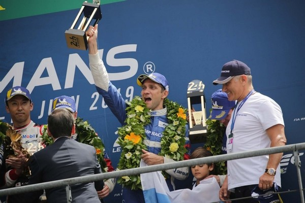 Виталий Петров показал класс на гонках