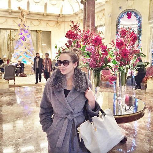 Новости: Анфиса Чехова поймала новогоднее настроение за границей – фото №2