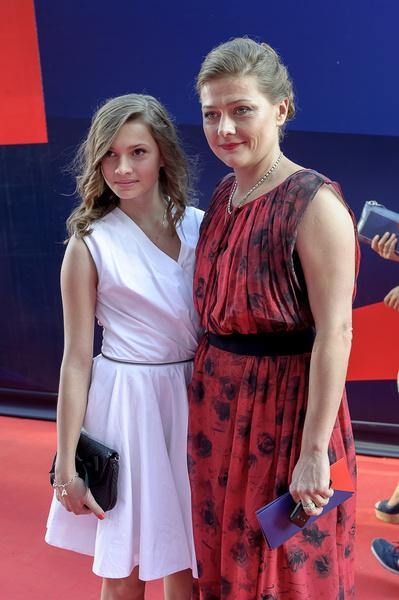 Раньше дочь Анастасия часто сопровождала маму на красных ковровых дорожках