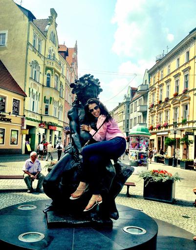 Сати Казанова на несколько дней отправилась в Польшу