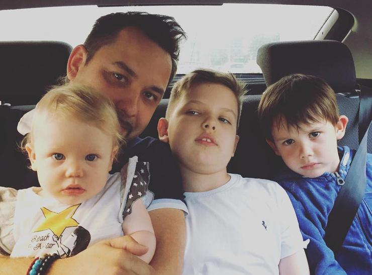 После смерти мамы Ролан стал жить с новой семьей отца