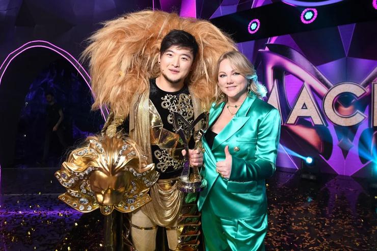 Юлия Сумачева с победителем первого сезона «Маски» Анатолием Цоем