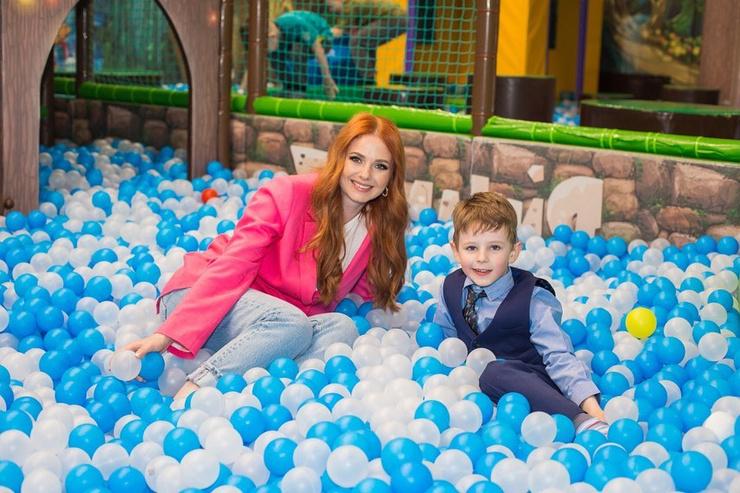 От прошлых отношений Катина воспитывает 6-летнего сына Александра