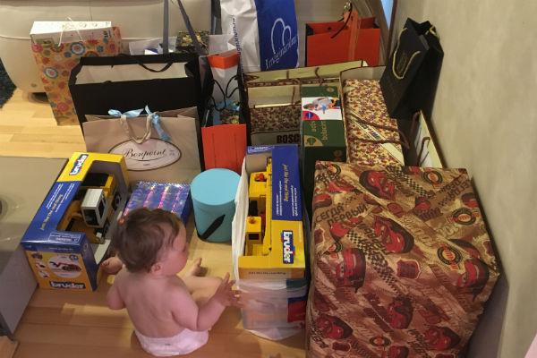 Маленький Миша в окружении подарков
