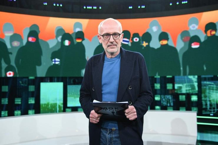 Александр Гордон в шоу чаще всего освещает политические темы
