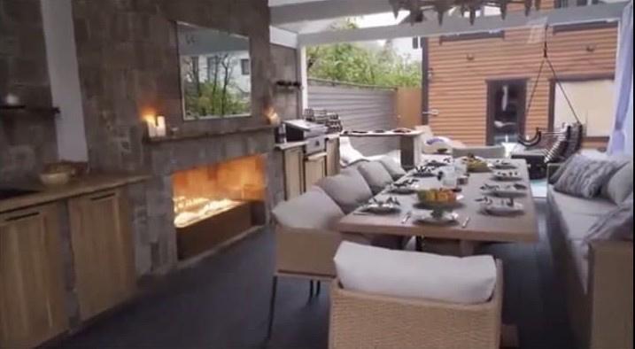 Внури появился камин, обеденная зона, летняя кухня