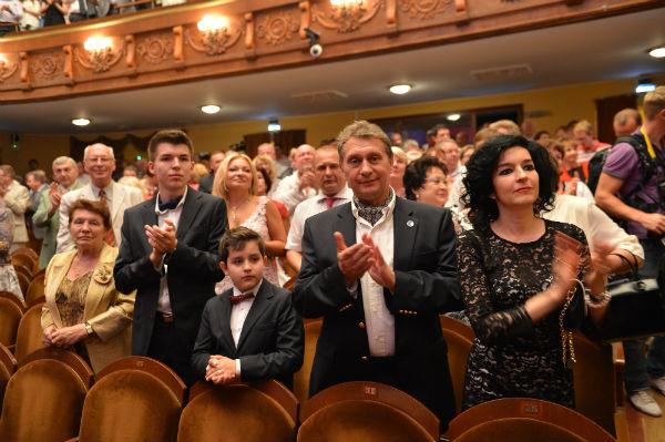 Справа налево: дочь Валентины Терешковой Елена, ее муж, летчик Андрей Родионов, их сыновья Андрей и Алексей