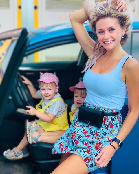 Елена Сажина с дочерьми