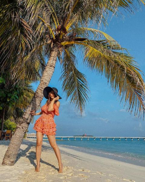 Одухотворенная и вся такая загадочная: пляжные образы дивы Ани Лорак