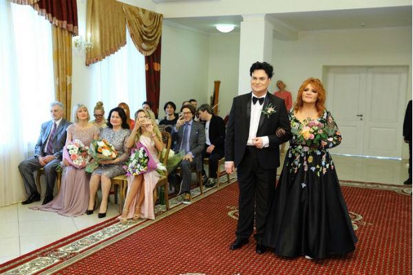 Юлиан и Анастасия поженились в узком кругу друзей