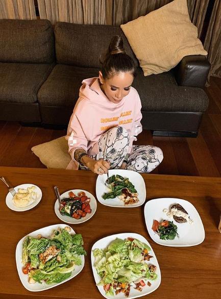 Анохина старается следить за питанием