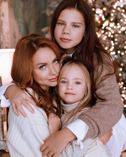 Возвращения мамы домой очень ждут две ее дочери — Александра и Мария