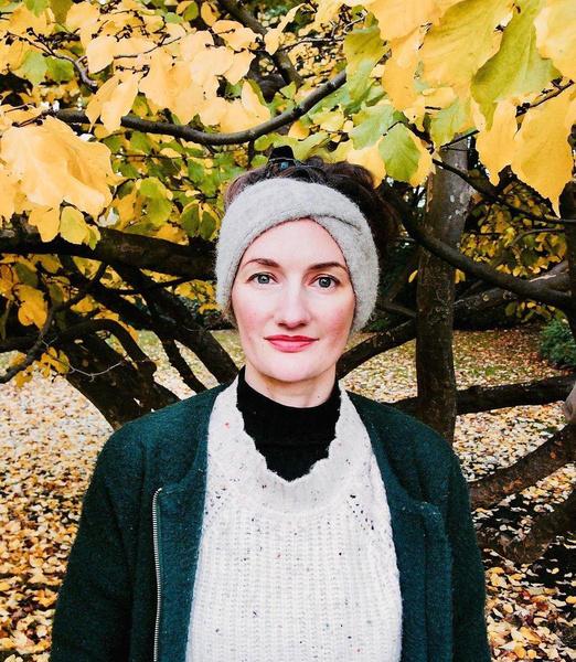 В отличие от сестры Джанан популярна не в Турции, а в Германии