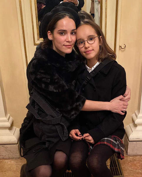 Мария с дочерью