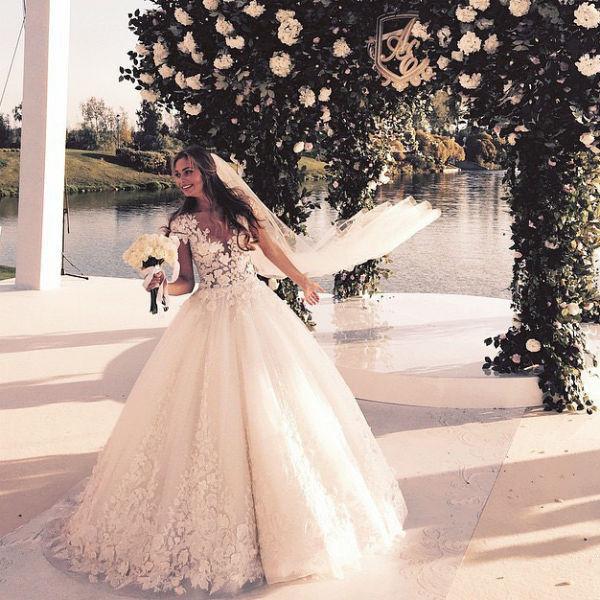 съемке антон петров и лиза брыксина фото свадьбы нет