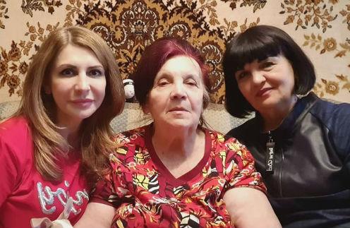Ирина Агибалова с мамой и сестрой