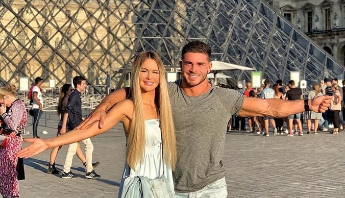 Марина Африкантова и Роман Капаклы показали, как проводят медовый месяц