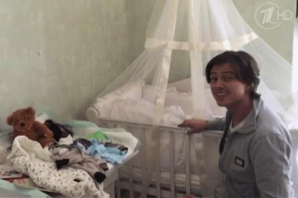 С момента появления на свет маленького Даниила певец ведет видеодневник