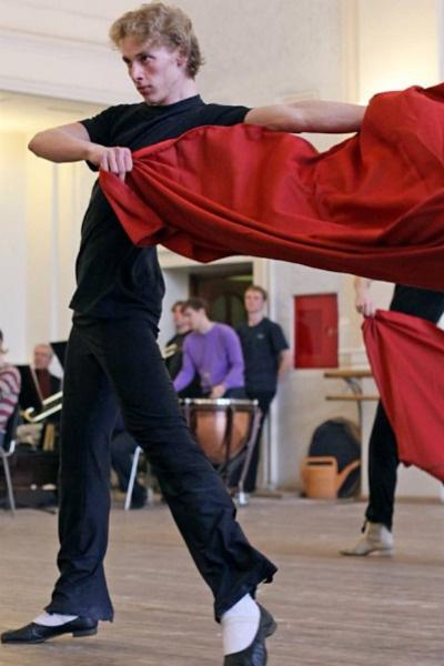 В репертуаре коллектива около 300 танцев народов мира