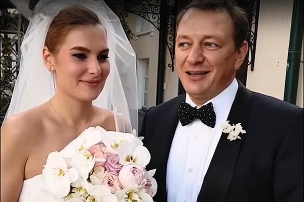 Лиза и Марат поженились 9 сентября 2017 года