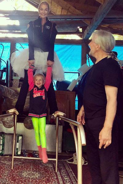 Поклонники уверены, что балерина расстроена из-за отмены концерта, ведь она усердно к нему готовилась