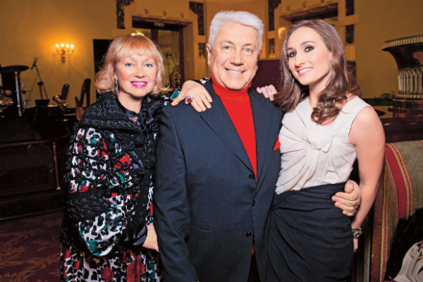 Владимир Натанович с женой Тамарой и дочерью Анастасией