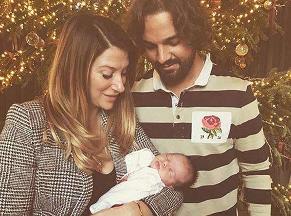 Джоан и Крис с малышкой Пегги