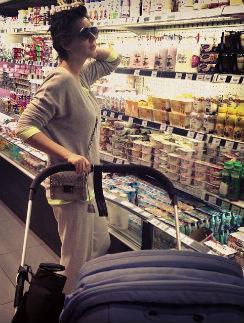 Мария Кожевникова с трудом нашла в магазине нужное молоко