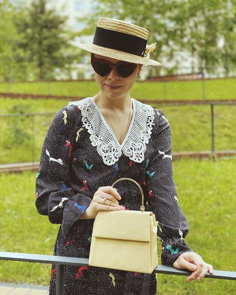Шляпа с полями, воротничок и маленькая сумочка — Татьяна Брухунова точно порадовала бы глаз Васильева