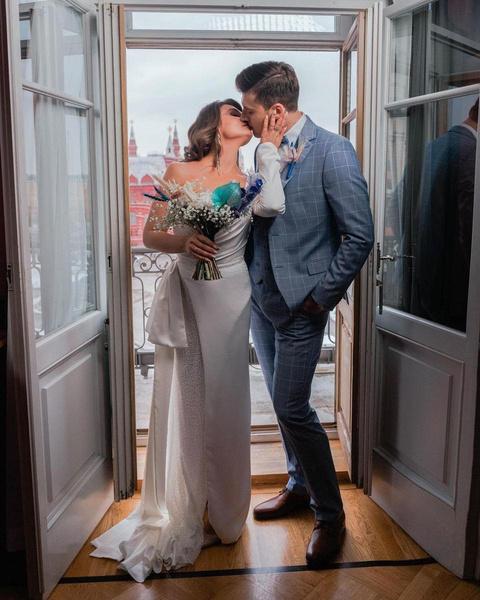 Александр и Алеся во время свадебной фотосессии