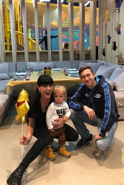 Нелли и Кирилл воспитывают сына Мирона