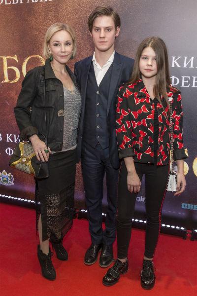 Марина Зудина с сыном Павлом и дочерью Машей