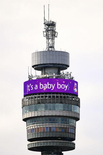 Рождение малыша праздновал весь Лондон, и даже на главной телебашне появилось сообщение о радостном событии
