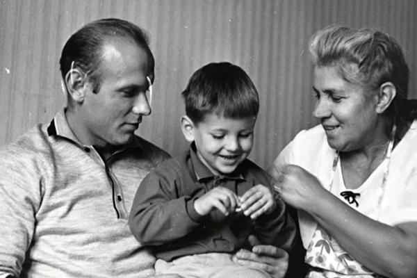 После выхода из тюрьмы Стрельцов снова стал отцом