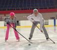 Лера Кудрявцева осваивает азы хоккея